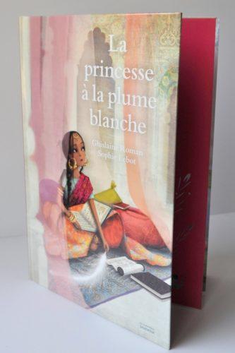 La Princess à La Plume Blanche Couverture